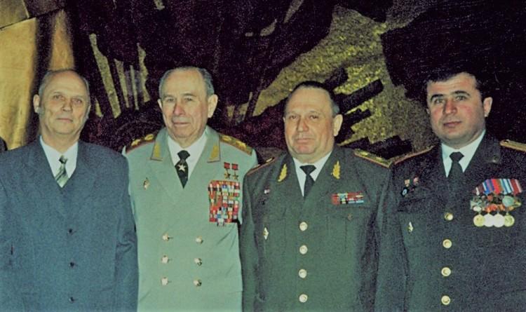 Главнокомандующий Войсками ДВ генерал армии И.М.Третьяк, В. П.Ветров справа