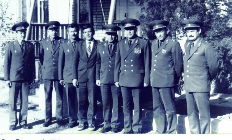 в ветеринарной лаборатории САВО, генерал-майор О,С.Беленький и полковник В.П.Ветров прибыли с инспекцией