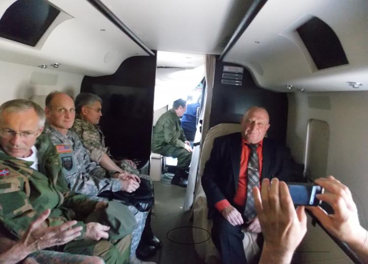генерал В.П. Ветров с военными атташе в перелете