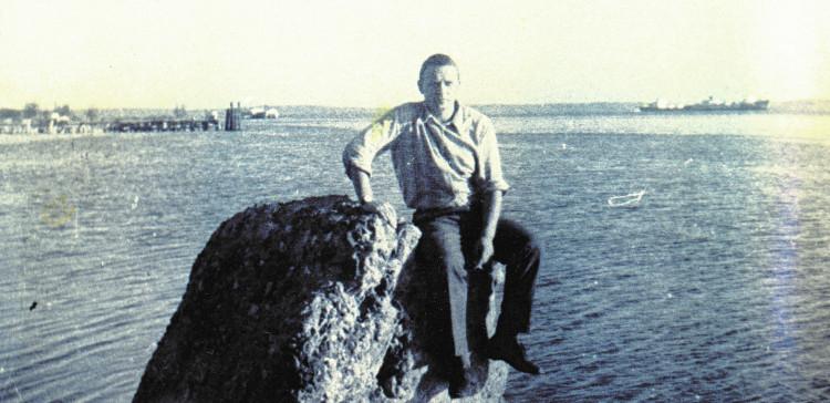 Виталий Ветров. ВМБ Сьенфуэгос, за спиной замаскированный плавучий док для АПЛ. 1975 год