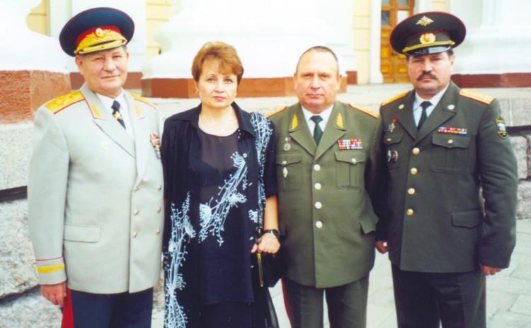 генерал армии В.М. Архипов с воспитанниками