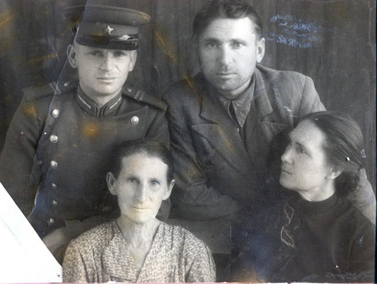 Щеобаковы; Агафья Гавриловна- бабушка, Синогейкин Н.С.и Анна Константиновна, Борис Константинович -дядя южный казахстан 1953г