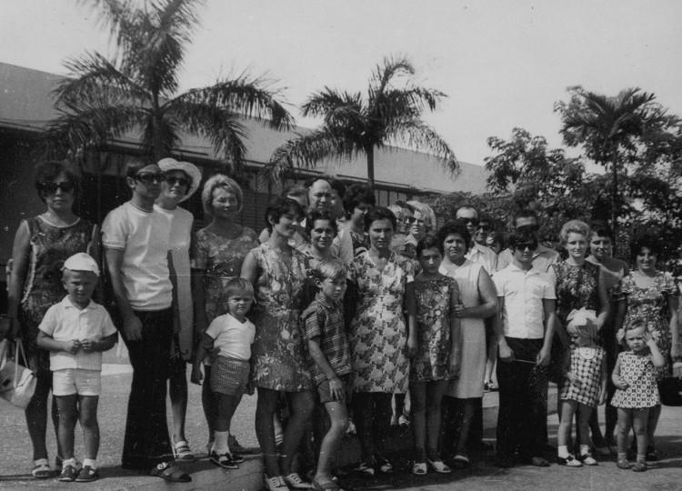 в Гаванском зоопарке, Галя справа