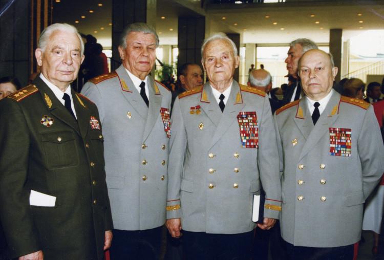 генералы И.Д. Исаенко, И.М. Голушко, П. Сысоев и др