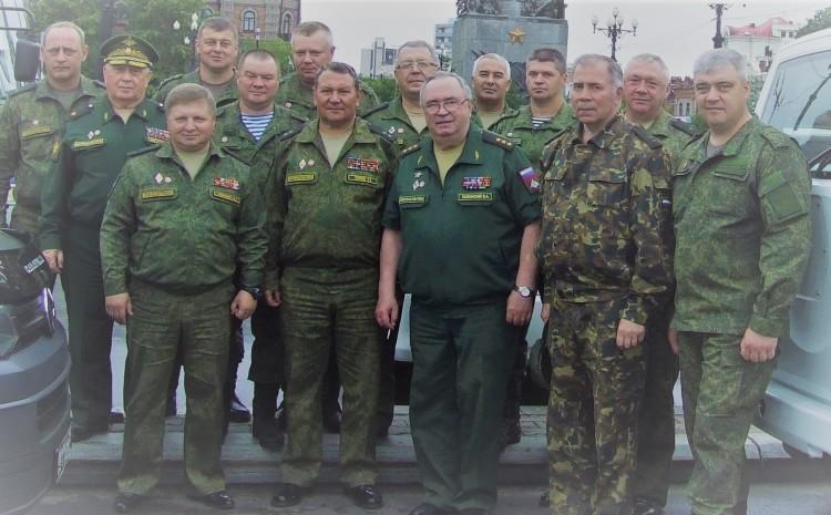 участники учений Восток 2018 в г Хабаровске, генерал-майор ветеринарной службы В.П.Ветров слева..