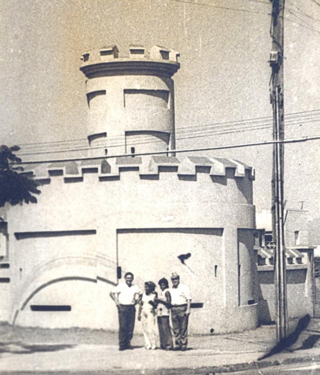 легендарные казармы Монкадо, Виталий Ветров слева, Сантьяго де Куба, 1975г