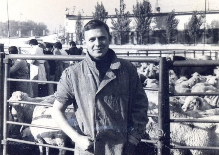 Ветеринарный врач Виталий Ветров на полевом мясокомбинате в СаВО