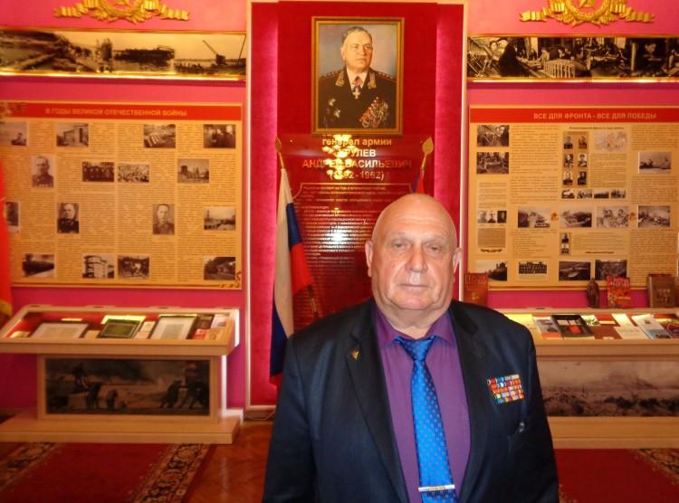 генерал-майор В.П.Ветров в зале А.В.Хрулева