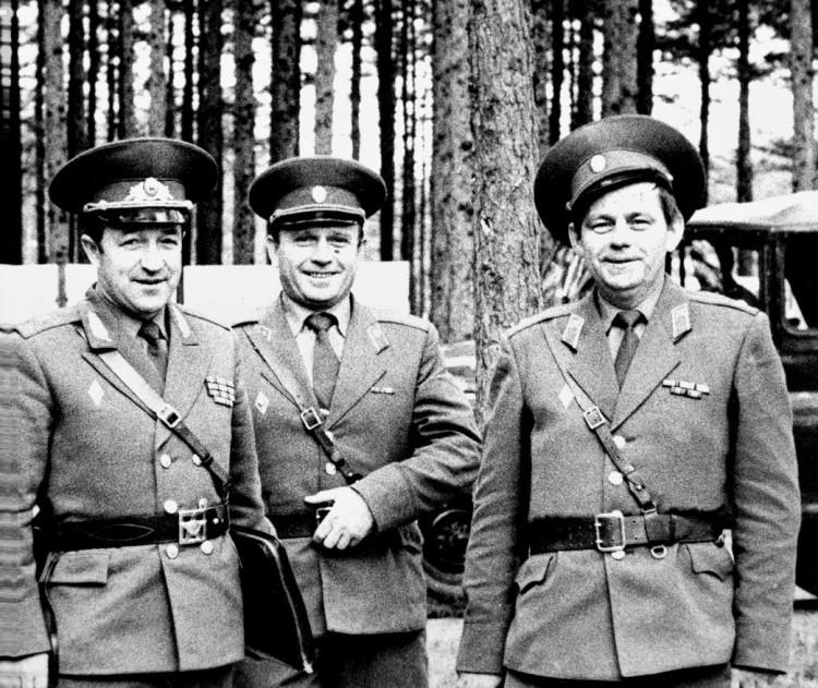 Заместитель командующего 51 ОА по тылу ген м-р К.И. Баранский , В.П. Ветров, А.И. Мороз на ТПУ армии. о. Сахалин 1982г.