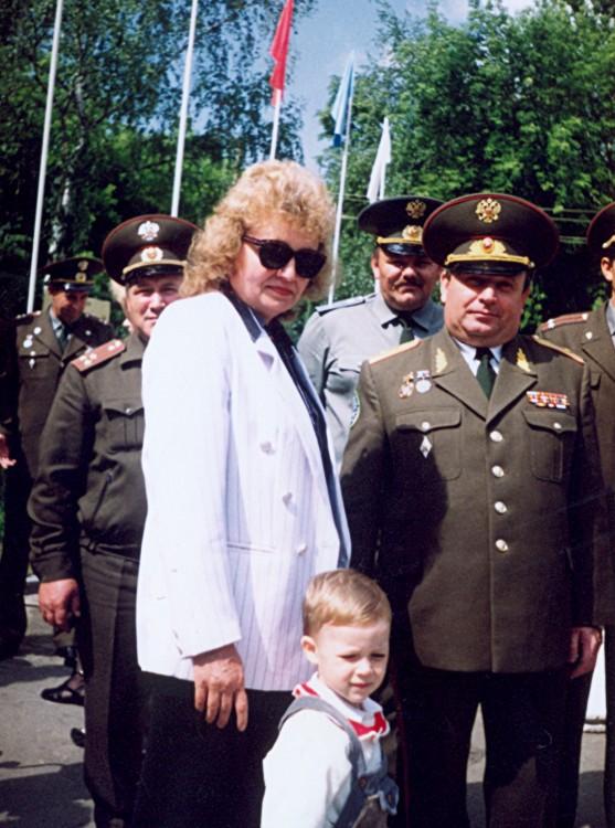 юный Алексей приобщается к военной службе