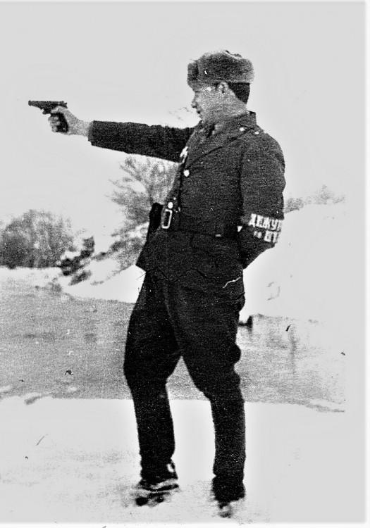 На реке Мангугай. Виталий Ветров дежурный по штабу управления 123 гв. МСД 1972г.