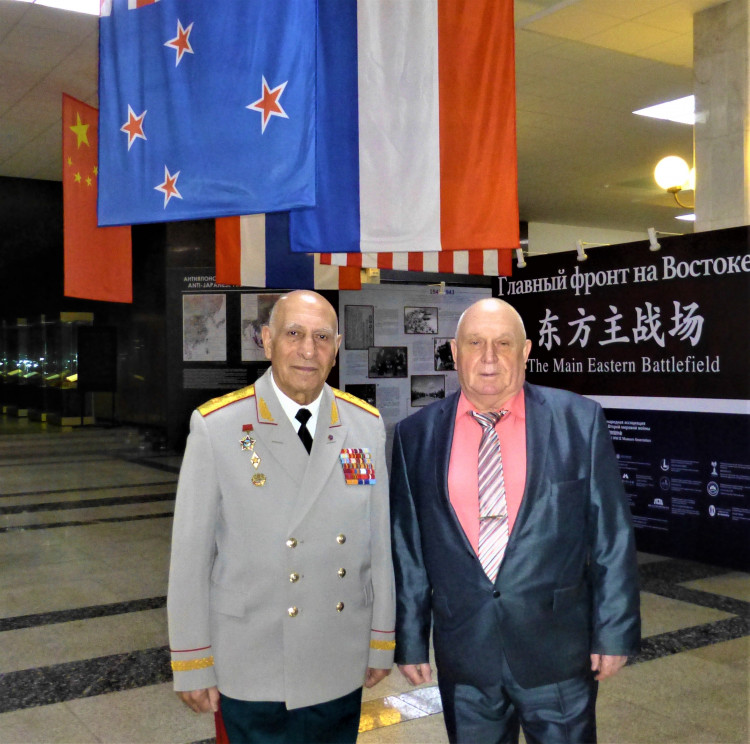 генерал-лейтенант Норад Григорьевич Тер-Григорянц и генерал-майор ветеринарной службы Виталий Ветров