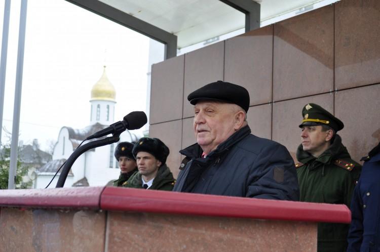 ветеран Тыла ВС генерал Виталий Ветров поздравляет бойцов
