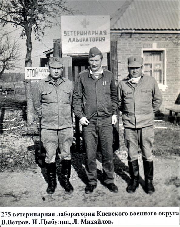 начальник ветеринарной службы Белорусского военного округа подполковник  Виталий Ветров, с коллегами в Хочева