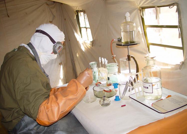 Ветеринарный врач- микробиолог в полевых условиях.