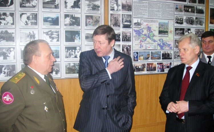 генералы; В.П.Ветров, Е.А.Морин и Министр СХ и продовольствия МО