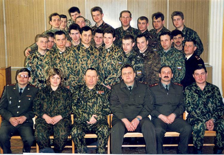 генерал-майор ветеринарной службы Виталий Ветров. с курсантами ВВИ