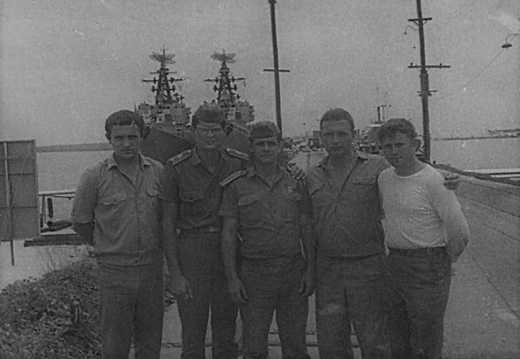 в ПМТО ВМФ, 7 ОПЭСК, Виталий Ветров второй справа, 1975г