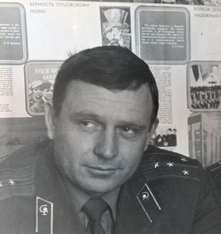 старший ветеринарный инспектор ОА капитан Виталий Ветров. о. Сахалин, 1978г