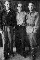 Ветров Петр Тихонович с друзьями