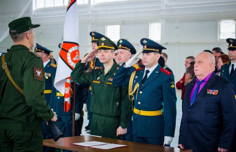 Принятие военной присяги в 100 полку обеспечения