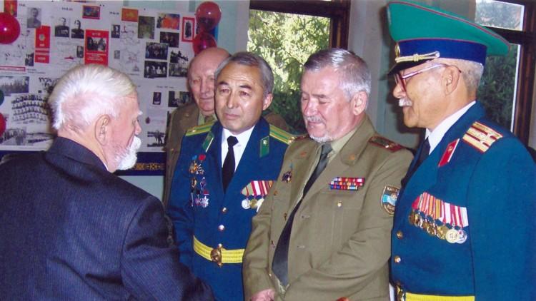 офицеры АЗВИ на 90 летии Н.Ф.Шуклина