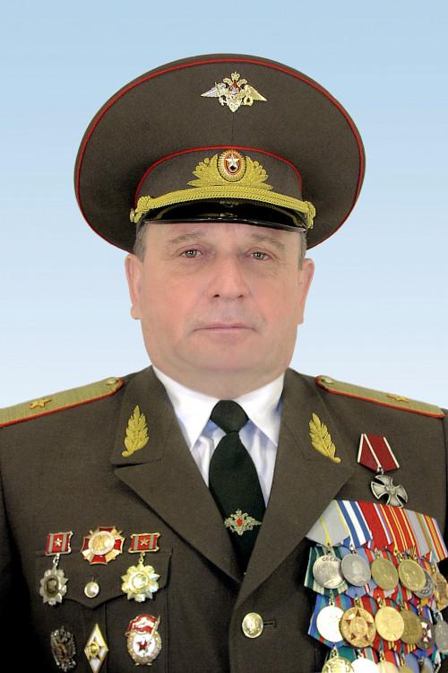 Начальник Ветеринарно-санитарной службы ВС РФ генерал-майор ветеринарной службы В.П. Ветров.