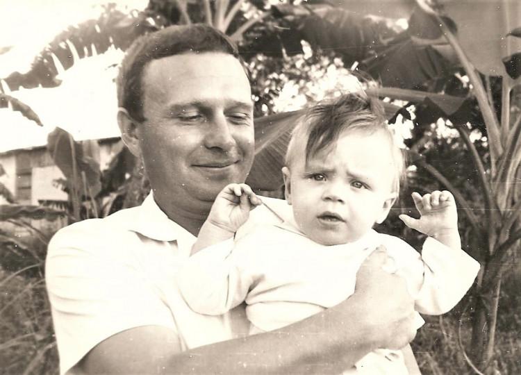 Виталий Ветров с удачным наследником. Манагуа, Республика Куба, 1976