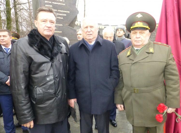 Николай Иванович Рыжков и генерал-майор ветеринарной службы В. П. Ветров на открытие памятника Чернобыльцам в Москве