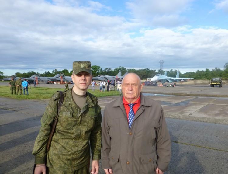 виталий Ветров и Евгений Михайлович на аэродроме