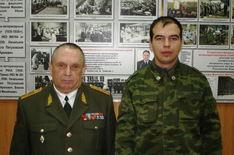 генерал-майор ветеринарной службы В. П. Ветров и Илья Беломытцев 27 11 07г.