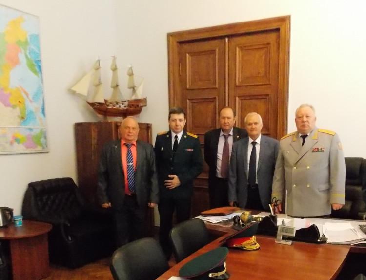 в ВА МТО им. А.В. Хрулева. генерал-майор Виталий Ветров слева