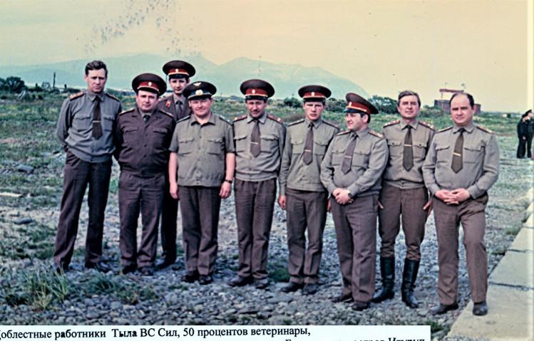 Военные ветеринары на о. Итуруп. аэродром Буревестник