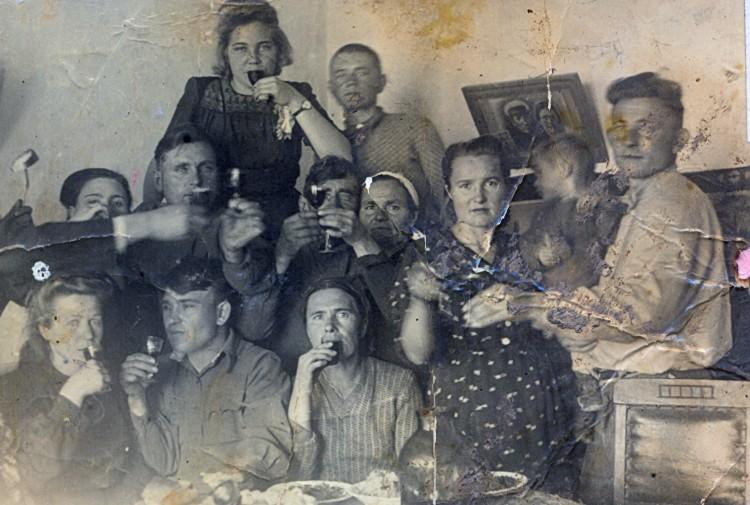 Свадьба Ветровых; родня - Щербаковы, Синогейкины, СадвинТрест Капланбек 1946 год
