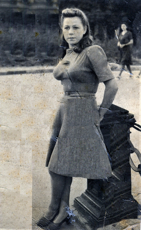 Юрист Второго класса  Валентина Константиновна Щербакова в г. Николаеве. 1944г.