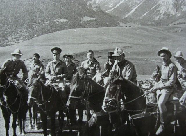 отдельная вьючно-транспортная рота СаВО. фельдшер Виктор Дырда в центре