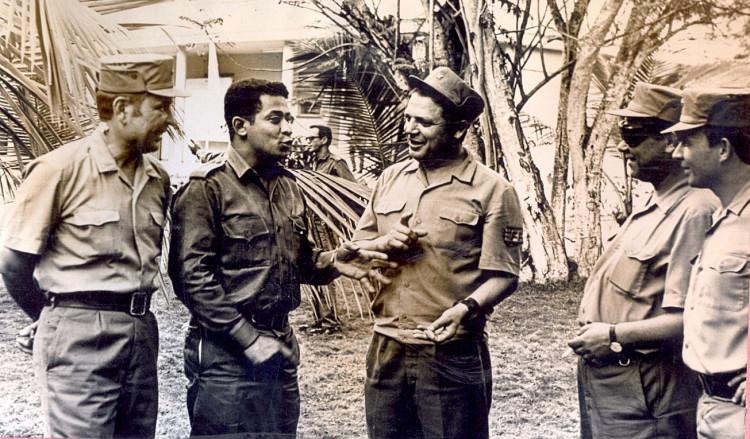Дружеская встреча, подполковник Н.В.Круглов, начальник Политотдела ТД las FAR, начальник штаба 7 омсбр, полковник Лосев, майор В.Ф. Генералов, старший лейтенант В.П.Ветров, 1975г