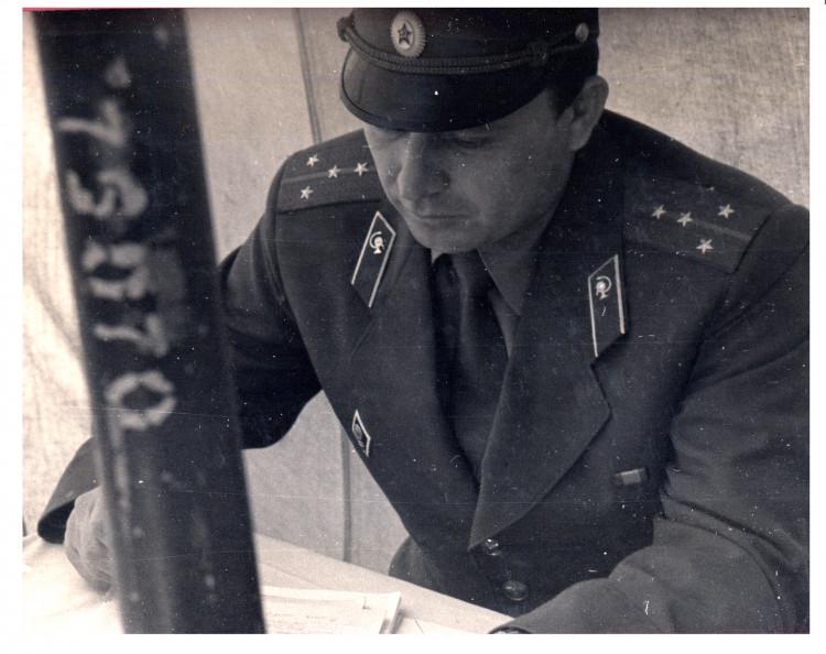 Ветеринарный врач, в первую очередь командир и начальник. капитан В.П. Ветров.
