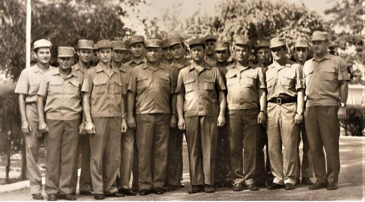Начальники служб Тыла 7 омсбр в Республике Куба. начальник ветеринарной службы бригады Виталий Ветров справа третий, второй ряд. 1975 год