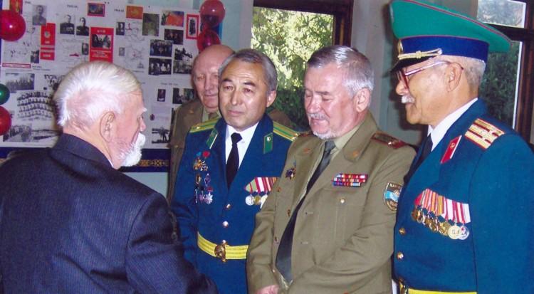 офицеры на 90 летии полковника Н.Ф.Шуклина