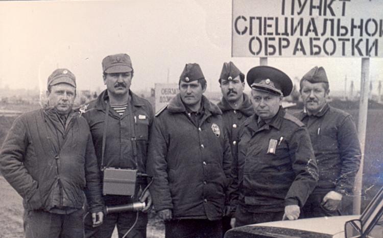 Чернобыльские будни, В.П.Ветров, В.А.Куделич, Иинспектора ГАИ, генерал А.Н.Трегуб и дозиметристы 1986