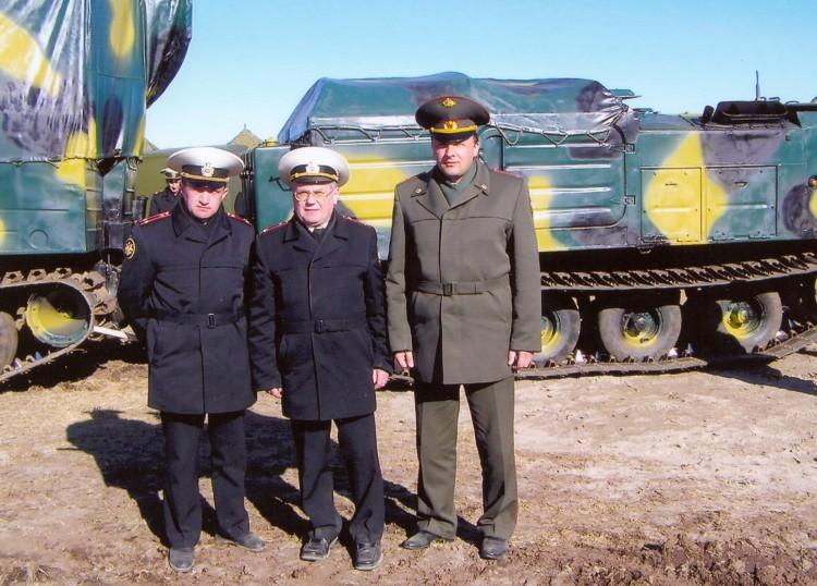 полковник Юрий Боев с флотскими ветеринарами
