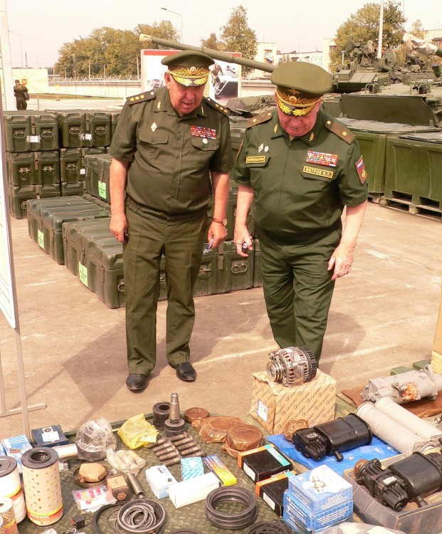 генерал-полковник С.А. Маев, генерал-майор В.П. Ветров