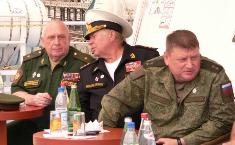в инспекции генерал-майор В.П.Ветров слева 2016 год.j