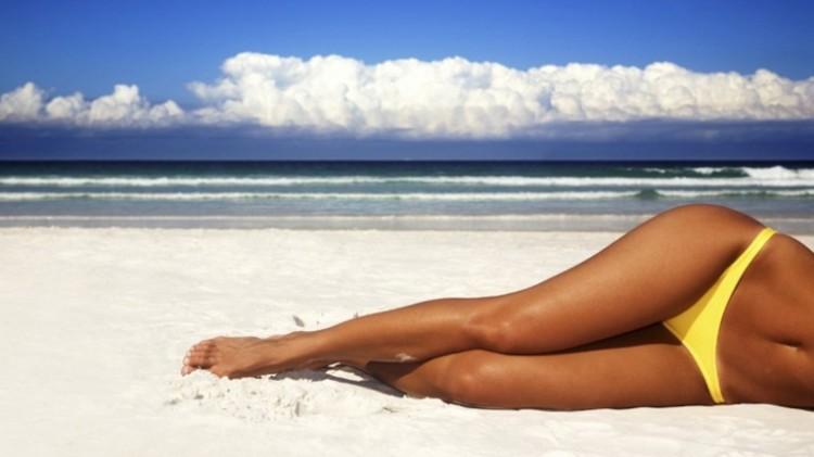 Красивые загоревшие ноги без волос - мечта любой девушки