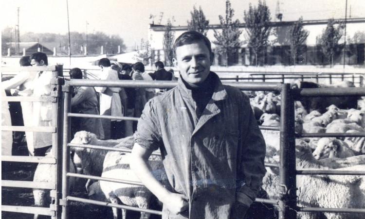 Ветеринарный врач ,акушер - гинеколог Виталий Ветров. 1968 год.