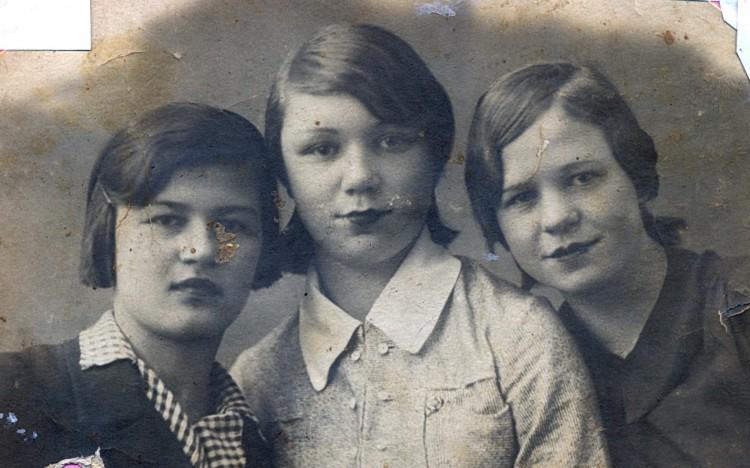 Валентина Щербакова с подругами, 16 лет, г.Верный