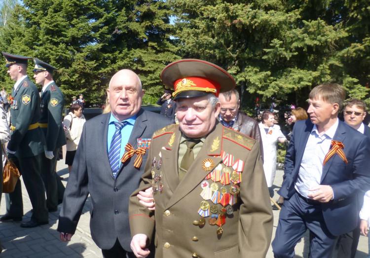 ветераны разведки. генерал-майор Виталий Ветров слева
