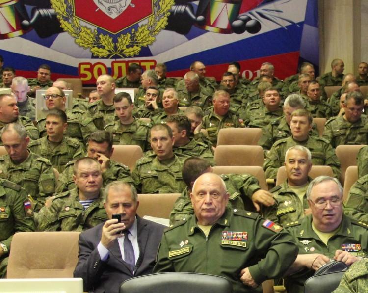 ветераны Тыла ВС на заслушивании генерал-майор ветеринарной службы В.П. Ветров в центре