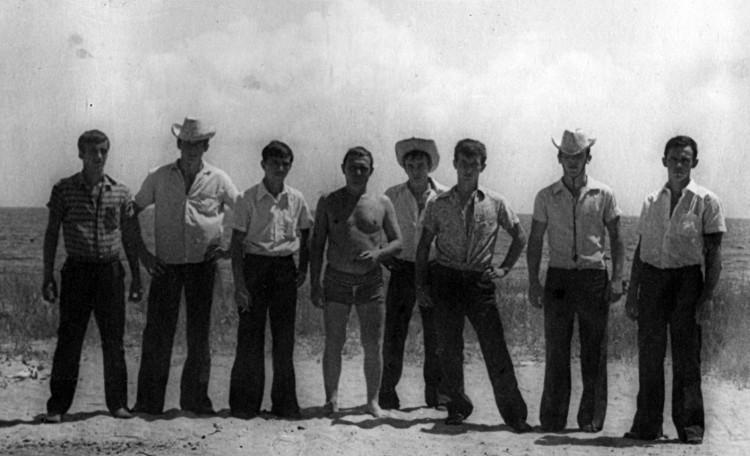 доблестные бойцы ОАТР, Виталий Ветров в центре, Гуанабо 1975г